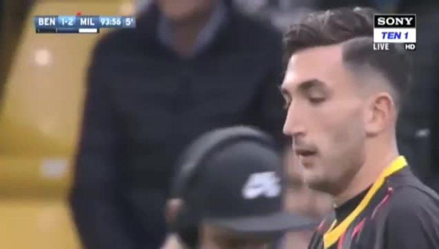 El arquero Brignoli, de cabeza, le dio el primer punto a Benevento en Serie A