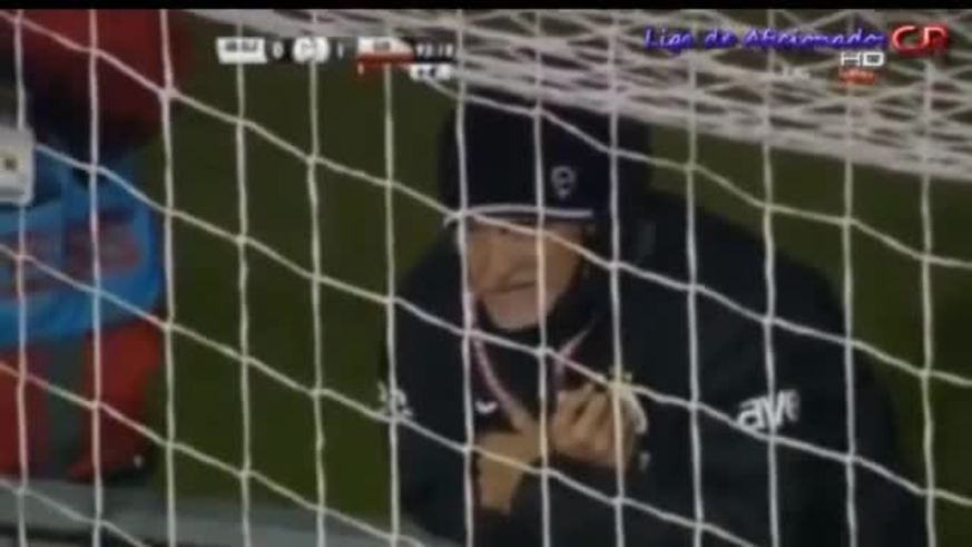 Felipe Melo atajó un penal sobre la hora en Turquía.