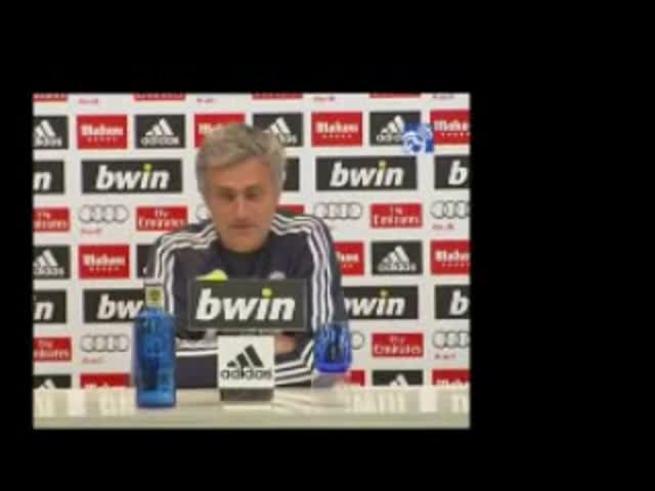 Mourinho pegándole a Iniesta
