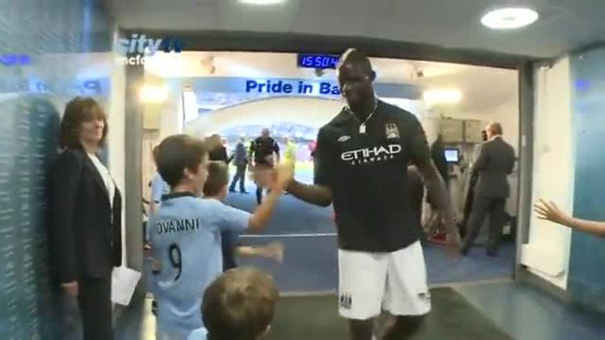 Balotelli se llevó parte de la cámara...