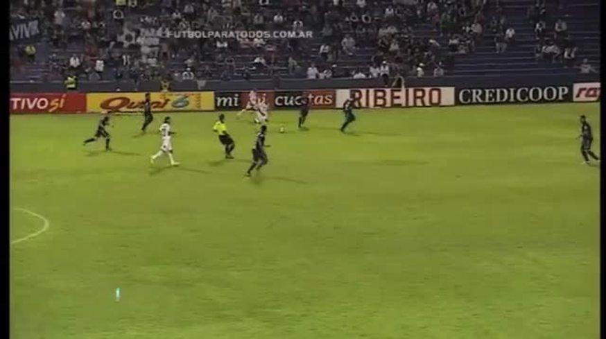 Barrales marcó un lindo gol para Huracán