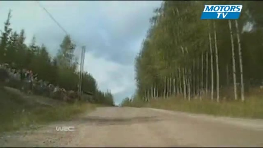 Espectacular choque de Hirvonen en su país. (Youtube.com).