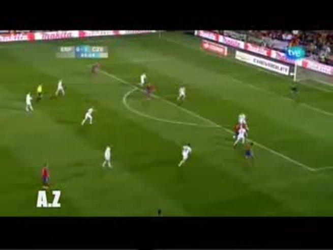 Los goles de Villa, máximo goleador de la Roja, a Checa.