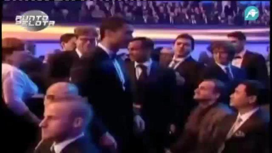 Mirá a Guardiola esquivando el saludo de CR7 en la entrega del Balón de Oro.