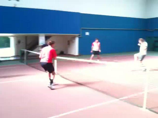 Los chicos se divierten. Hubo calentamiento con la número 5. (Asociación Argentina de Tenis)