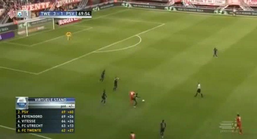 Van Bommel se retiró con una roja