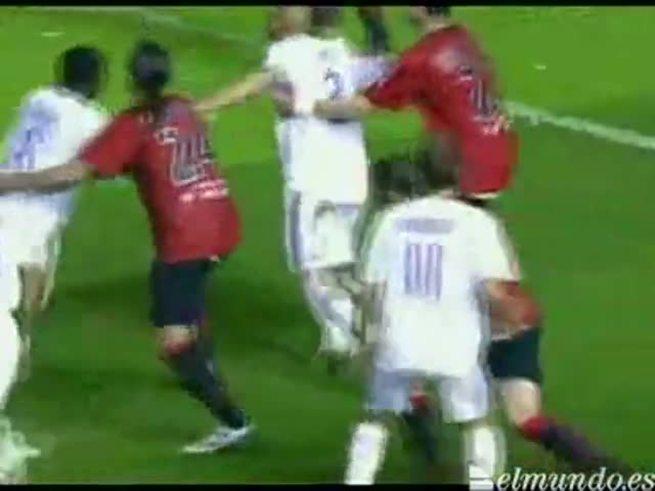 Higuaín la rompió contra el Osasuna en el 2008.