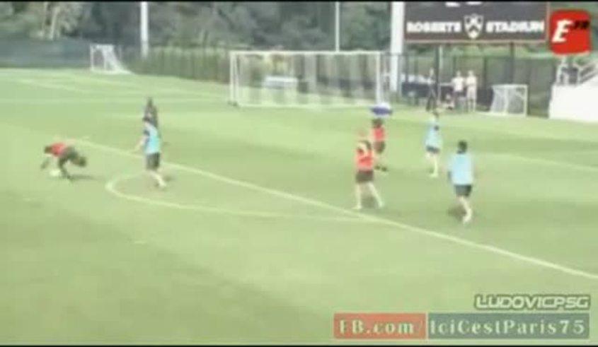 Mirá a Zlatan Ibrahimovic entrándole fuerte a sus compañeros.