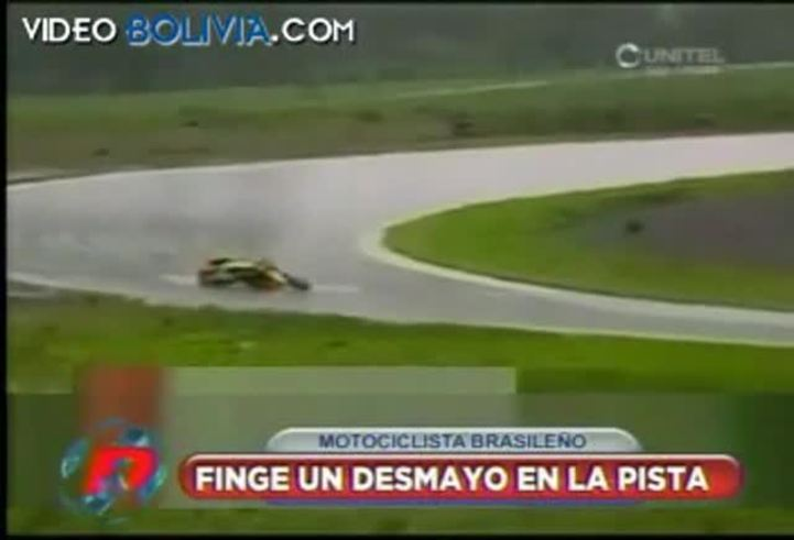 El motociclista que fingió un desmayo.