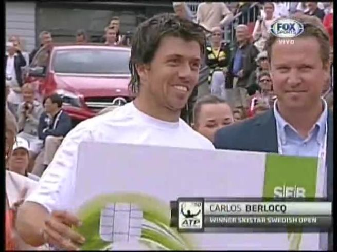 Berlocq, con trofeo y título