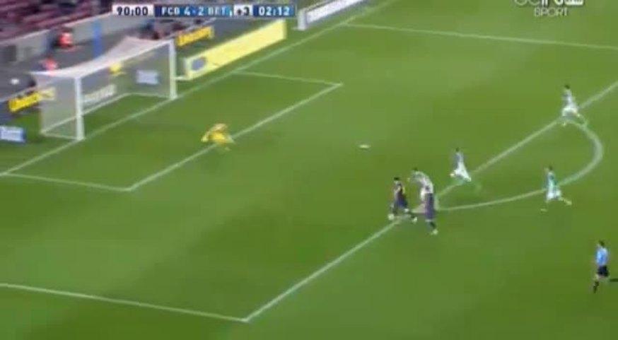 Messi se perdió un golazo y, de bronca, reventó un cartel.