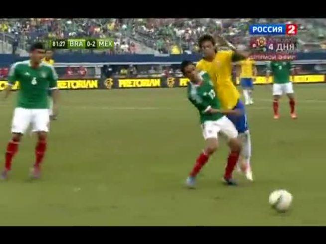 Mirá el manotazo de Meza a Neymar.
