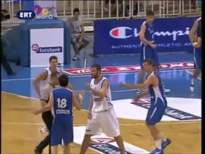 La gresca entre griegos y serbios. (Youtube.com)