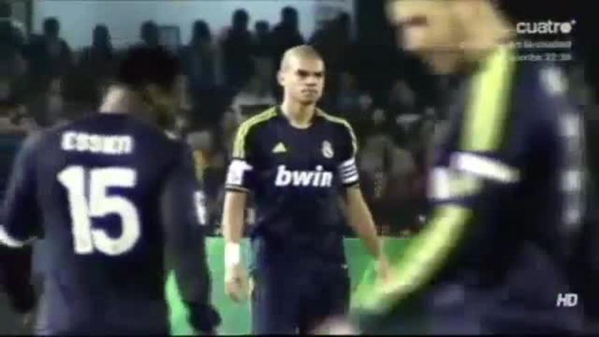Mirá a Pepe enojado con Di María.