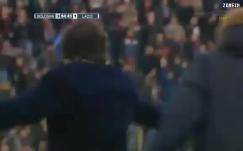 Mauro Zárate y la pelea con los jugadores del Bologna.