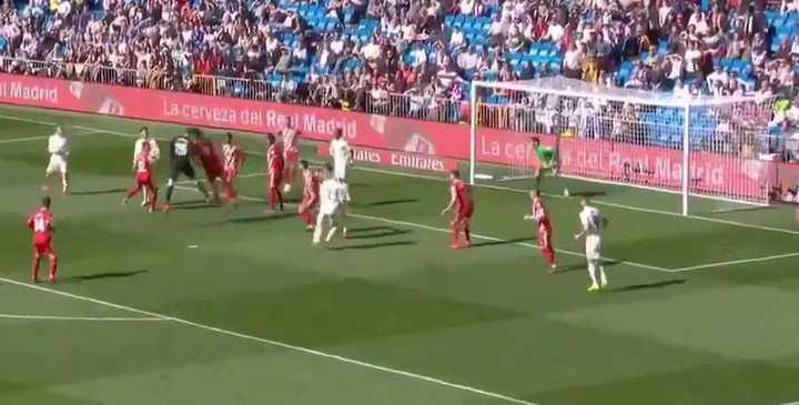 Courtois, en el descuento, casi empata para el Madrid