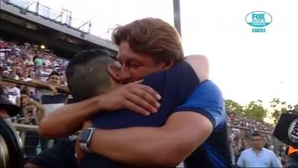 Heinze y Maradona se saludaron en la previa del partido