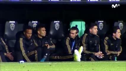 Bale se divierta en el banco