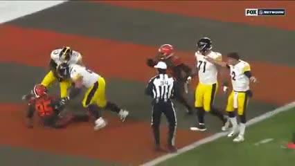 Insólita pelea entre los Browns y los Steelers en el Fútbol Americano