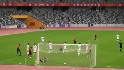 El primer grito de Juanfer en China