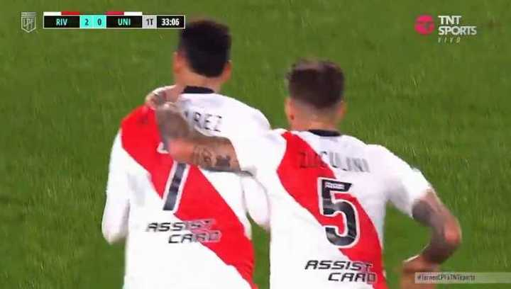 Increíble golazo de Matías Suárez para el 2-0