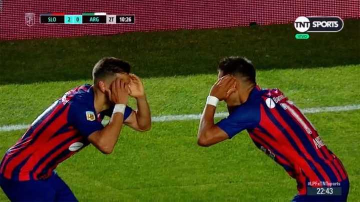 Golazo de tiro libre de Ángel Romero