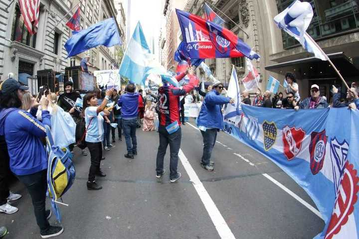 Las hinchadas argentinas marcharon juntas