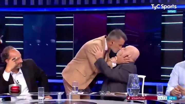 Diego Díaz le comió la boca a Horacio Pagani