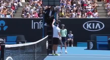 Fognini se calentó y fue a reclamarle al árbitro.
