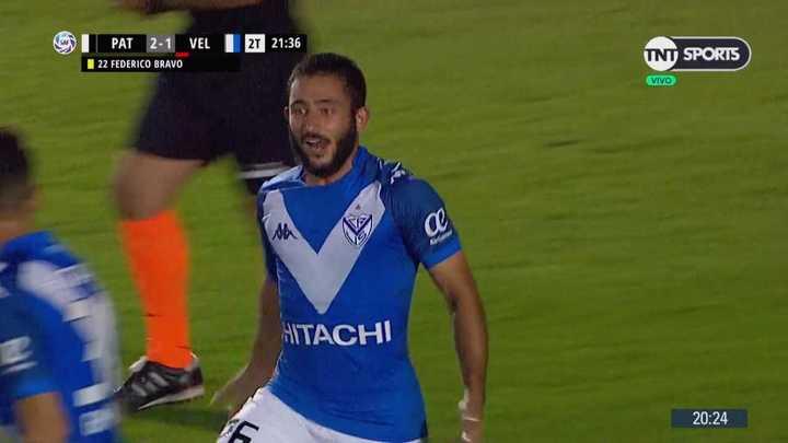 Con un golazo, Vargas empató el partido