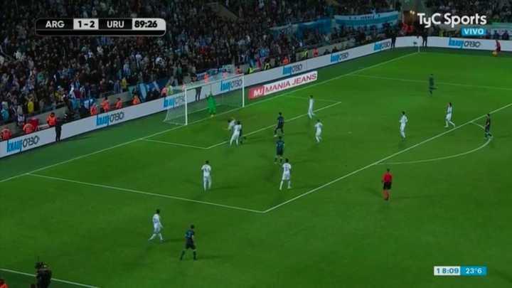 Campaña evitó el gol del Kun Agüero