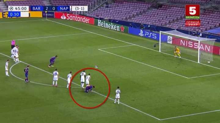 Messi se ató los cordones mientras Suárez pateaba el penal