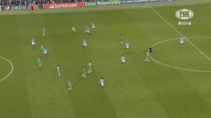 Sterling marcó en el descuento pero lo anularon por offside de Agüero