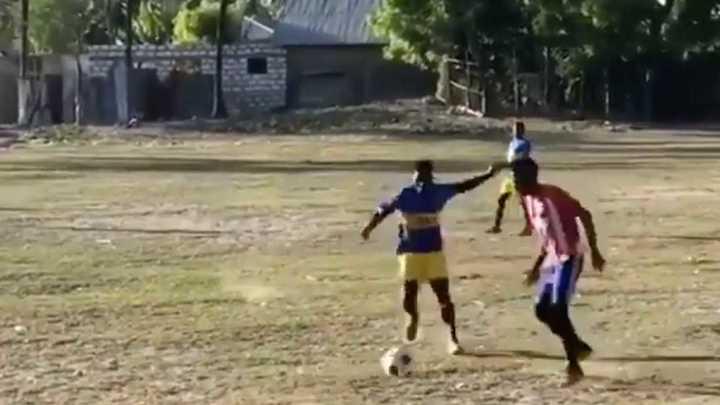 Un equipo africano juega con la pilcha de Boca