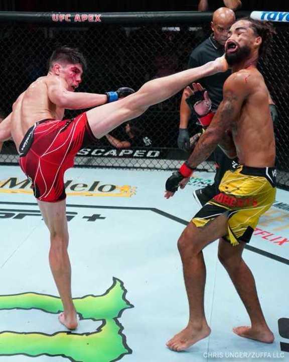 Bahamondes y el mejor nocaut del año de UFC