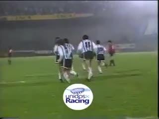 Gol del Turco García con la mano