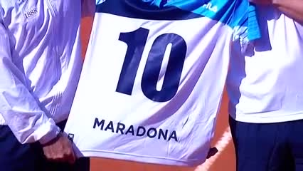 El homenaje a Maradona en la Davis