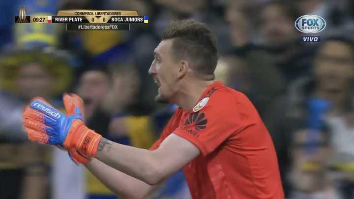 Boca tuvo dos chances: Maidana casi en contra y Pablo Pérez de volea