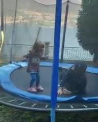 Mauro Icardi jugando con su hija