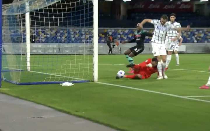 El accidentado gol de Napoli frente a Inter