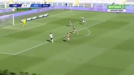 Lindo pase del Papu y gol de Muriel