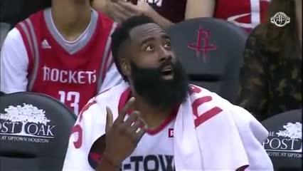La cara de Harden cuando se avivó que tenía 60 puntos