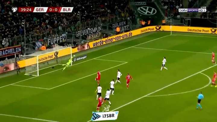 Neuer tuvo una atajada increíble y hasta tapó un penal