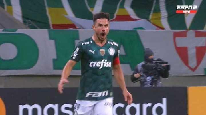 Rodríguez, en contra, marcó el 2 a 2 de Palmeiras