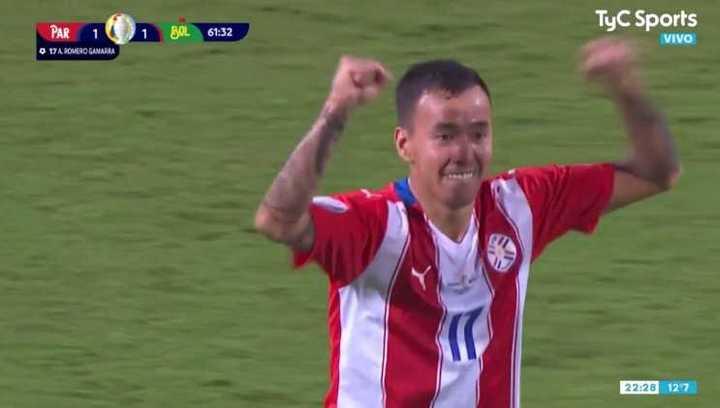 Romero Gamarra le dio el empate a Paraguay con un golazo