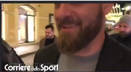 De Rossi de paseo por el centro de Roma