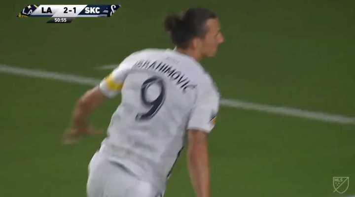 Zlatan la rompió en la goleada de LA Galaxy
