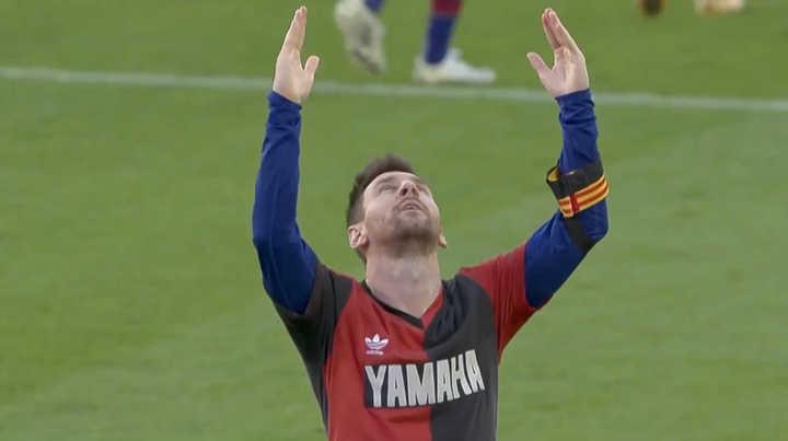 Messi, gol y festejo para Diego