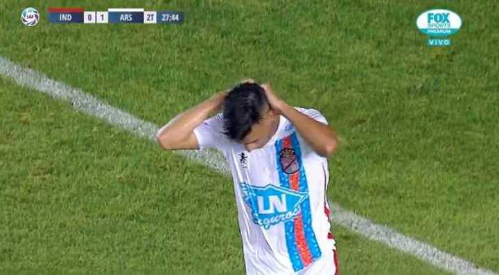 Giménez se perdió el segundo de Arsenal