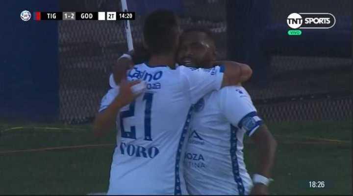 El Morro García marcó el 2 a 1 para el Tomba